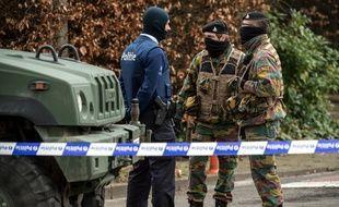 Les forces de l'ordre belges ont bouclé l'accès à l'hôtel et au restaurant Villa Marquette le 31 mars 2016 à Courtrai, durant une opération en lien avec un projet d'attentat déjoué en France.