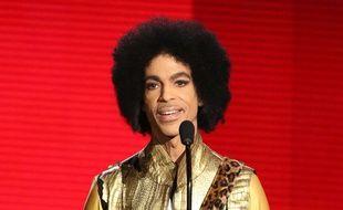 Le chanteur Prince, ici le 22 novembre 2015 aux American Music Awards, est décédé le 21 avril 2016.