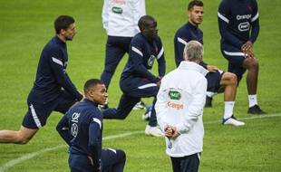Didier Deschamps et Kylian Mbappé lors d'un entraînement des Bleus, le 4 septembre 2020.