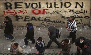 Des manifestants près de la place Tahrir, au Caire, le 21 novembre 2011.