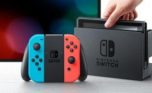 La Nintendo Switch existe avec deux coloris de manette Joy Con : gris ou rouge et bleu.