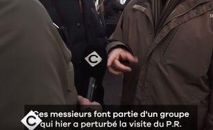 Un journaliste de « C à Vous » a été écarté de la visite présidentielle pour avoir couvert une manifestation de militants Insoumis.