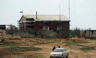 Le drapeau russe flotte sur une maison à Sébastopol, le 9 mars 2014