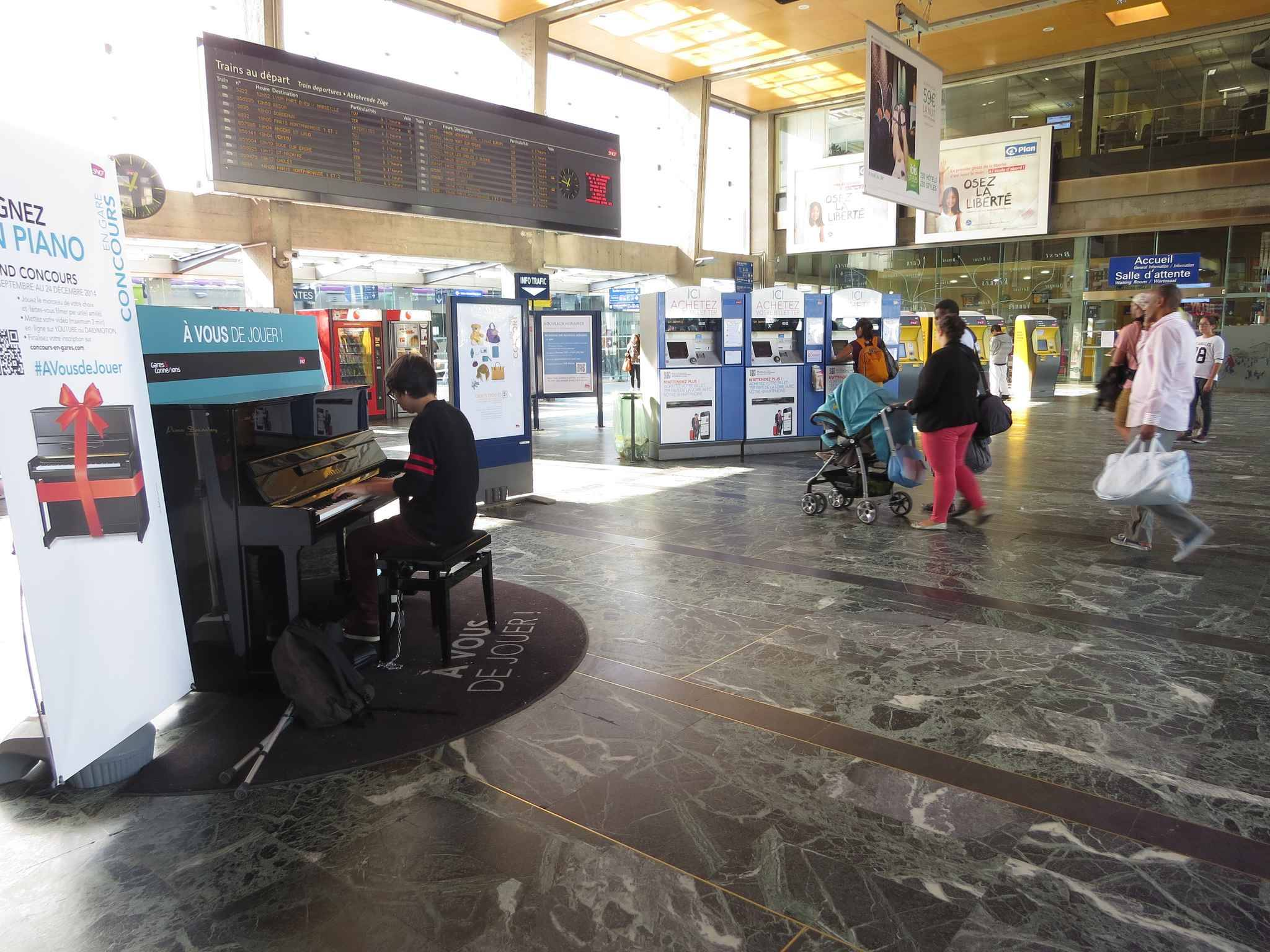 video nantes d couvrez les trois finalistes nantais du concours de piano en gare. Black Bedroom Furniture Sets. Home Design Ideas