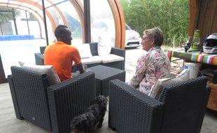 Adama et Madé, dans leur maison à Bouaye
