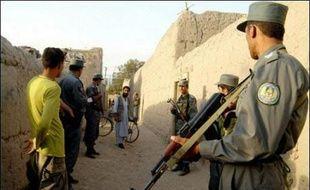 """L'Allemande enlevée à Kaboul est apparue dimanche dans une vidéo diffusée par la chaîne de télévision privée afghane Tolo pour appuyer une demande de ses ravisseurs de libérer des """"prisonniers innocents""""."""
