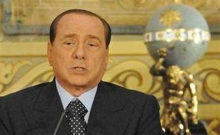 Silvio Berlusconi avait tenu son premier Conseil des ministres après son retour au pouvoir à Naples, le 21 mai 2008, annonçant l'ouverture d'une dizaine de décharges dans la région, gardées si nécessaire par l'armée.