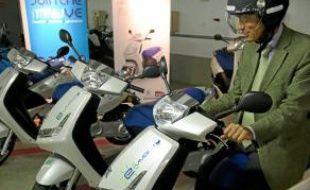 Environ 10 scooters sont disponibles.