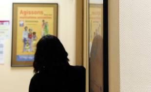Une femme au centre d'orthogénie de la maternité des Lilas en janvier 2013.