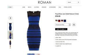 La robe bleue et noire est en vente sur le site britannique de Roman Originals et sur Amazon.