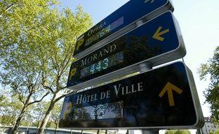 Un panneaux de signalisation de places de parking ˆ Lyon le 18 avril 2011. CYRIL VILLEMAIN/20 MINUTES