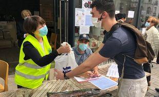 A Nantes, 250 sacs ou boîtes solidaires sont distribués aux étudiants ce mercredi après-midi