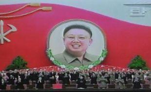 La Corée du Nord célébrait jeudi le 70ème anniversaire de la naissance de son défunt dirigeant Kim Jong-Il, dont l'action bienfaisante était vantée avec l'emphase habituelle par la télévision officielle du régime communiste, désormais conduit par son fils Kim Jong-Un.