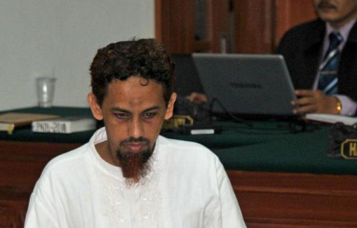 """L'islamiste Umar Patek avait minimisé sa participation dans les attentats de Bali de 2002, reconnaissant seulement avoir """"aidé à mélanger"""" cinquante kilos, sur la tonne de produits chimiques qui avaient explosé devant un bar et une boîte de nuit de la station balnéaire de Kuta. – Bay Ismoyo afp.com"""
