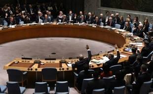 Les ministres des Affaires étrangères votent lors d'une réunion du Conseil de sécurité de l'Onu sur la Syrie, le 18 décembre 2015 à New York
