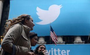 Un logo de Twitter devant la bourse de New York en 2013.