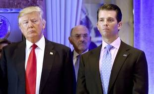 Donald Trump et son fils Donald Trump Jr. à New York, le 11 novembre 2017.