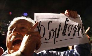 Lundi en fin de journée, des milliers de personnes ont manifesté à Buenos Aires, brandissant des panneaux clamant «Je suis Nisman».