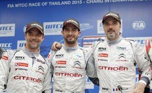 Sébastien Loeb et Yvan Muller encadrent leur coéquipier José-Maria Lopez avant la manche WTCC en Thaïlande. Sur la piste, c'est l'Argentin qui finit devant les deux Alsaciens.