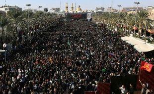 Des millions de musulmans chiites se retrouvent pour la célébration de l'Arbaïn, l'un des plus grands rassemblements religieux au monde, le 3 décembre 2015 dans la ville irakienne de Kerbala, à 80 km au sud de Bagdad