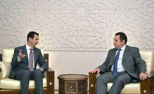 Le président syrien contesté Bachar Al-Assad et le député des Yvelines Jean-Frédéric Poisson, le 12 juillet à Damas, en Syrie.