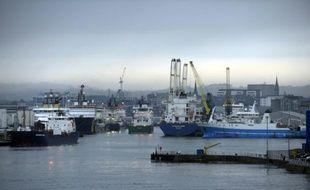 Des navires dans le port d'Aberdeen, l'un des plus importants pour l'industrie pétrolière, le 21 janvier 2015, en Ecosse
