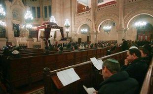 Plusieurs responsables d'organisations juives s'opposent à toute stratégie d'alliance avec le Front National lors des élections législatives, en juin, certains appelant même à voter pour François Hollande au second tour de la présidentielle.