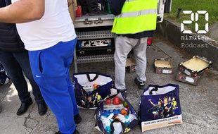 Distribution d'aide alimentaire des Restos du cœur, à Bobigny, Seine-Saint-Denis, le 13 mai 2020