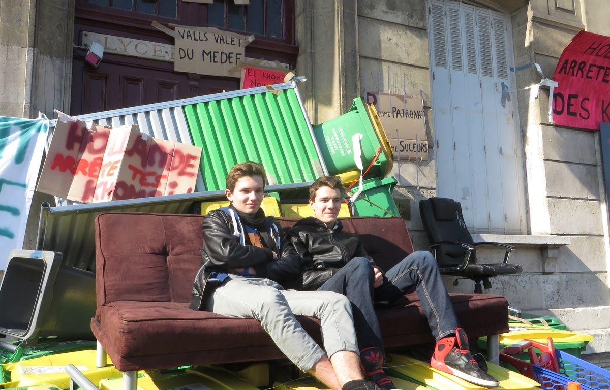 Paul et Antoine devant le lycée Arago à Paris, le 17 mars 2016. – L. Cometti / 20 Minutes