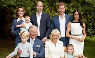 Pour son 70e anniversaire, le prince Charles a pris la pose avec son épouse, ses fils et leurs épouses et ses trois petits-enfants dans les jardins de la Clarence House.