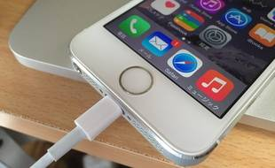 Le connecteur lightning qui sert à recharger l'iPhone pourrait remplacer la prise jack.