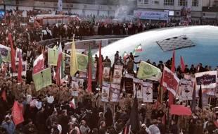 Des Iraniens massés autour de l'université pour rendre un dernier hommage à Qassem Soleimani, le 6 janvier 2020 à Téhéran.