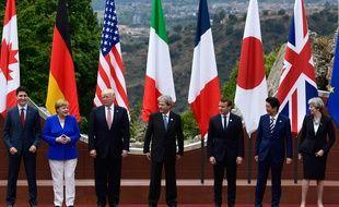 Les sept chefs d'Etat et de gouvernement ont posé tout sourire pour une photo dans le majestueux théâtre grec de Taormina.