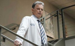 Bruce Greenwood est Dr. Randolph Bell dans la série «The Resident», aussi surnommé «HODAD» pour « Hands of Death and Destruction»
