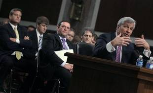 Le PDG de JPMorgan Chase, Jamie Dimon, a certes fait son mea culpa mercredi pour les pertes de marché de plus de 2 milliards de dollars essuyées ces derniers mois par sa banque, mais lors d'une audition au Congrès il a aussi appelé à la prudence dans la réglementation sur les prises de risque.