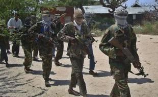 Des insurgés islamistes shebab à Mogadiscio le 5 mars 2012