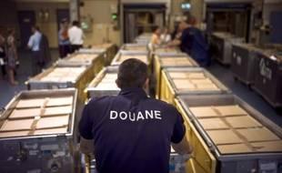 La Commission européenne a présenté jeudi un plan visant à renforcer la lutte contre le commerce illicite de tabac, en particulier la contrebande de cigarettes, un fléau qui prive chaque année les Etats membres de plus de 10 milliards d'euros de recettes.