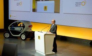 Dominique Thormann, le directeur financier du Groupe Renault, présente Zesto, le premier livret d'épargne de la filiale RCI banque, le 16 février 2012.