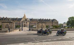 La dépouille du soldat français mort au Mali traversera le pont Alexandre III ce lundi 27 juillet 2020.