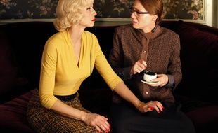 Elodie Frenck dans le rôle de Marlène et de sa soeur Solange.