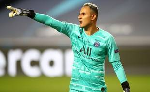 Keylor Navas, de nationalité espagnole, est le gardien de but au Paris Saint-Germain.