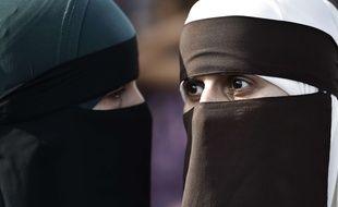 Deux femmes en niqab lors d'un rassemblement à Copenhague, le 1er août 2018.