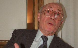 L'homme politique Henri Caillavet, qui fut une grande figure du radicalisme, ancien ministre, franc-maçon, longtemps député puis sénateur du Lot-et-Garonne, ancien eurodéputé, est mort dans la nuit de mardi à mercredi à 99 ans, a annoncé son fils à l'AFP.