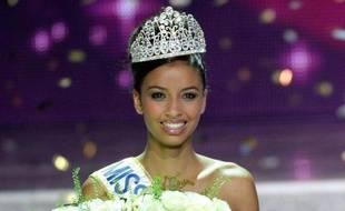 """Flora Coquerel, franco-béninoise âgée de 19 ans, a été élue Miss France 2014 dans la nuit de samedi à dimanche à Dijon, et s'est dite """"fière de représenter une France cosmopolite"""", après sa victoire."""