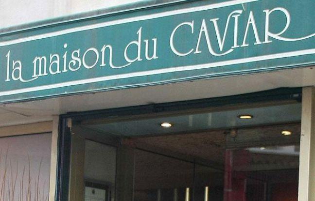 Devanture du restaurant parisien La maison du caviar.