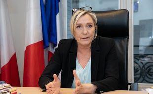 Marine Le Pen dans son bureau de l'Assemblée répond à nos questions.