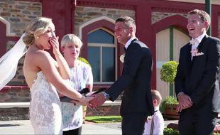 En pleine cérémonie de mariage, le petit garçon a été pris d'une envie qui ne pouvait pas attendre.