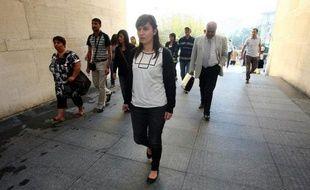 """L'étudiante franco-turque Sevil Sevimli a été condamnée vendredi à 5 ans et 2 mois de prison pour """"propagande terroriste"""" par un tribunal de Bursa (nord-ouest de la Turquie), qui l'a toutefois autorisée à quitter la Turquie jusqu'à son procès en appel, a annoncé son avocat."""