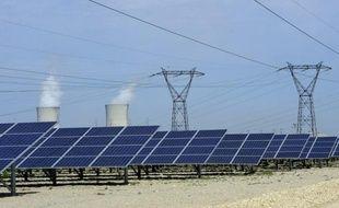 Après la hausse des prix du gaz, une autre mauvaise nouvelle pour la facture énergétique des Français est tombée vendredi: la Commission de régulation de l'énergie (CRE) a prévenu qu'une taxe sur l'électricité grimpera après 2012 en raison du boom des panneaux solaires.