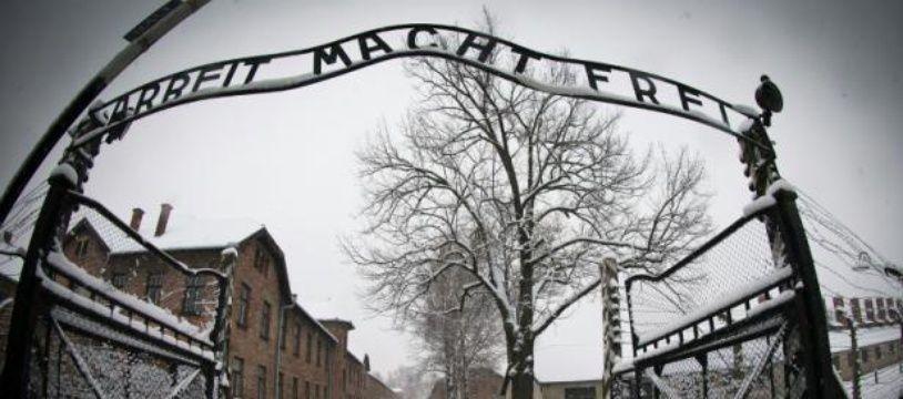 L'entrée du camp d'extermination Auschwitz-Birkenau, en Pologne, le 25 janvier 2015